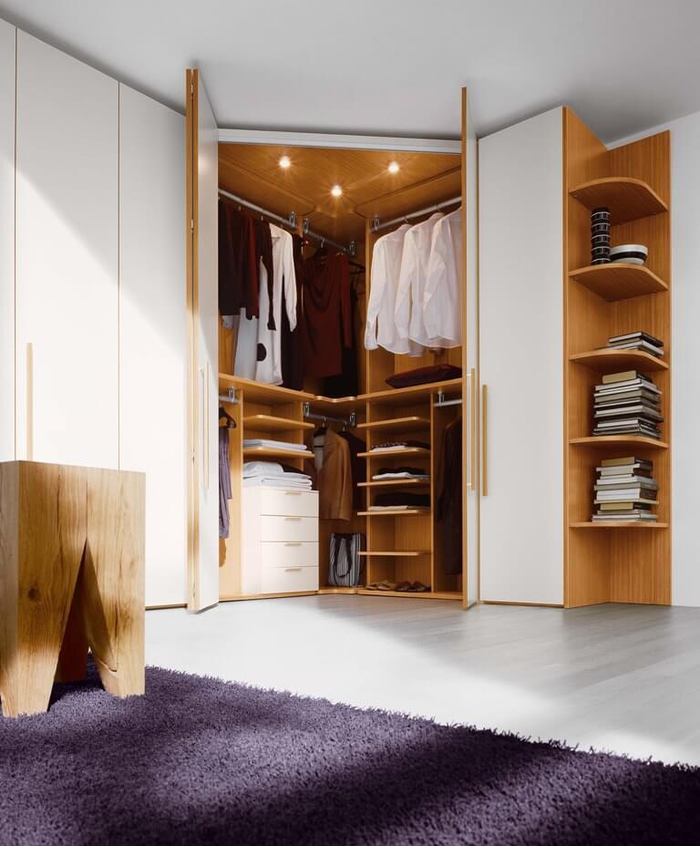 Фото встроенного углового распашного шкафа