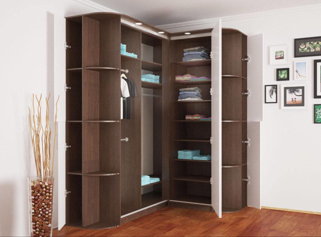 Угловой шкаф для одежды с распашным фасадом