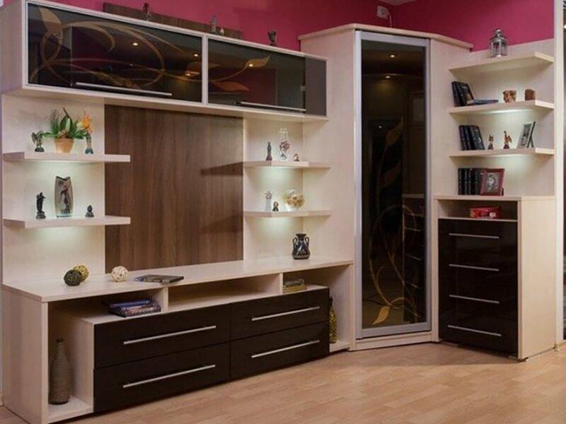 Мебель для гостиной с угловым шкафом со стеклянным фасадом в алюминиевом профиле