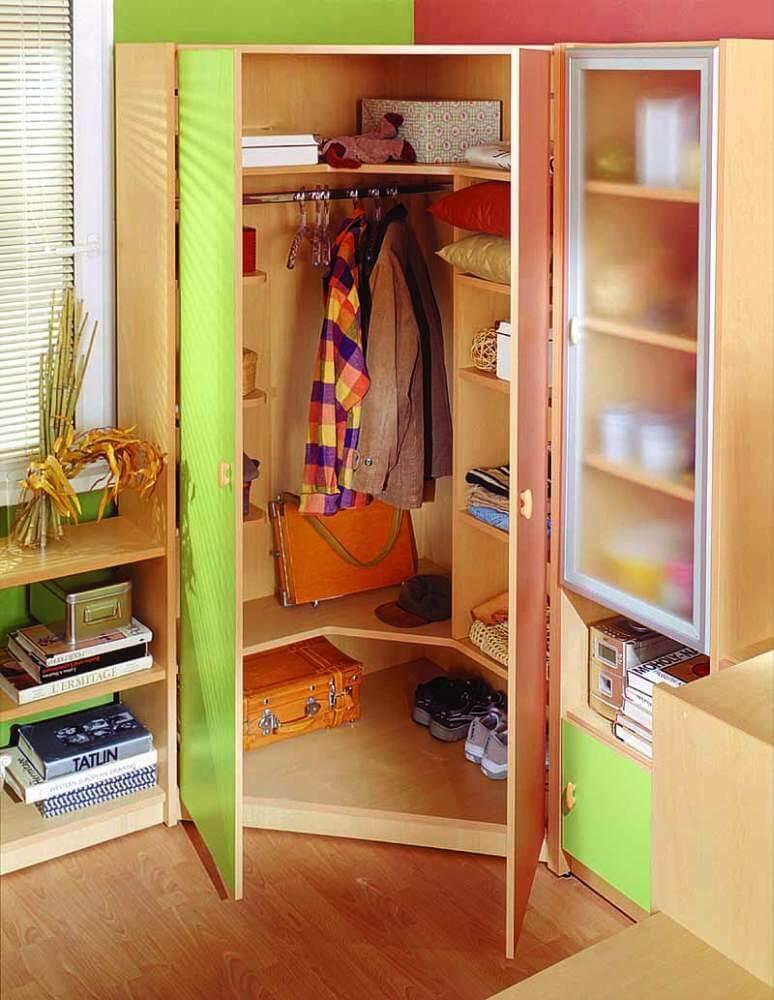 Фото внутреннего наполнения шкафа в детской комнате