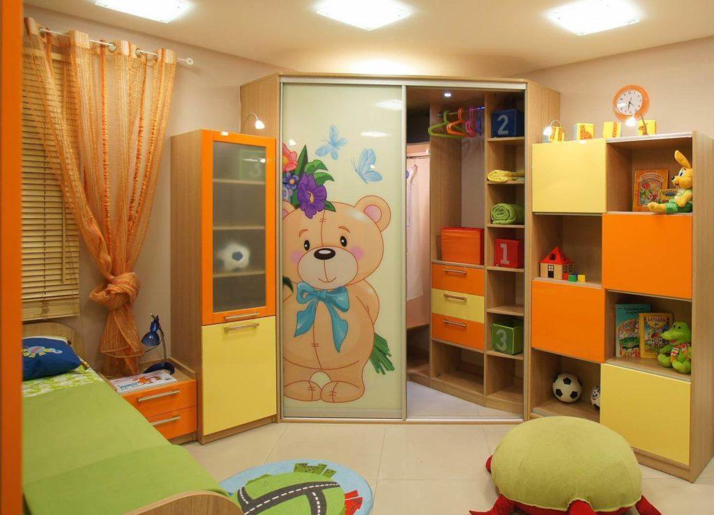 Фото открытого углового шкафа купе в детской