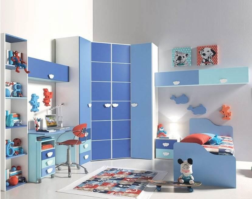 Пятиугольный угловой шкаф в комнате мальчика