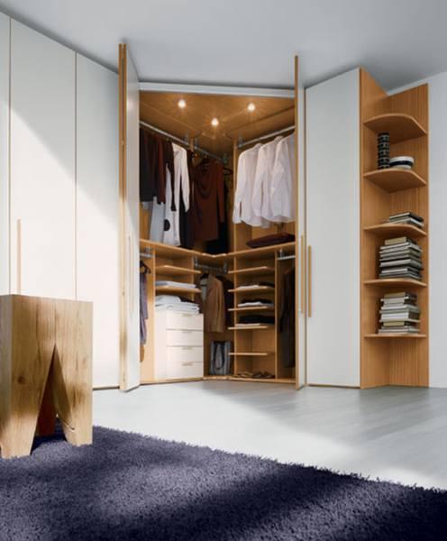 Встроенный угловой шкаф с распашными дверцами