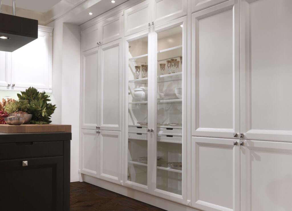 Встроенные распашные шкафы на кухне