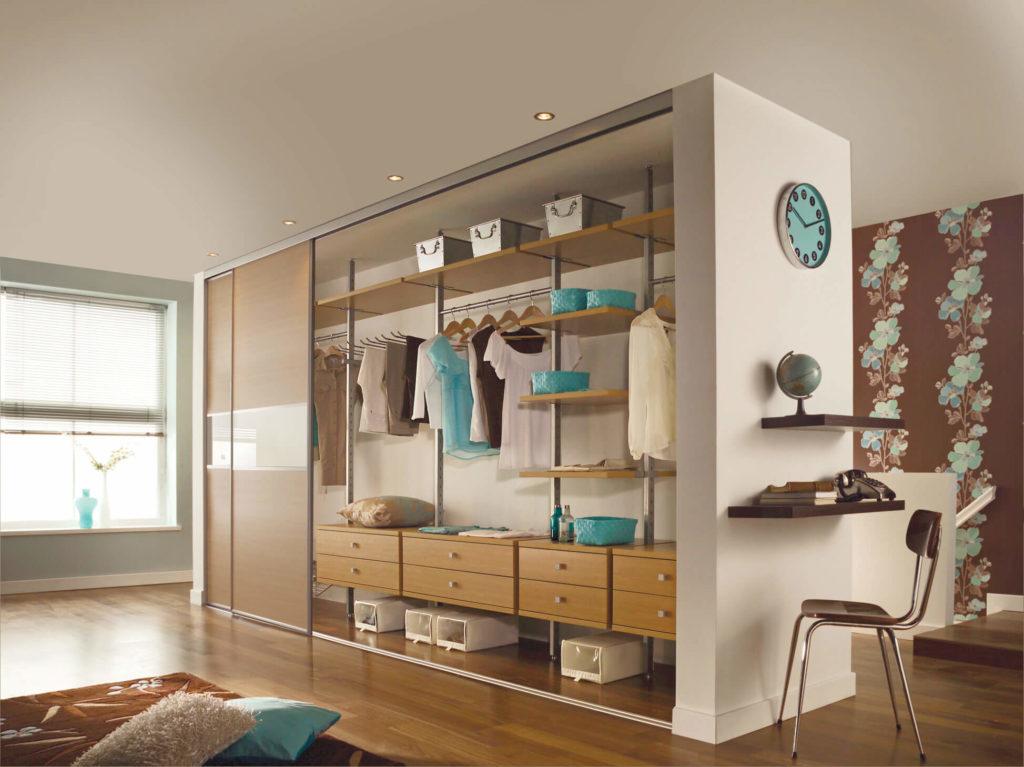 Встроенный шкаф-перегородка