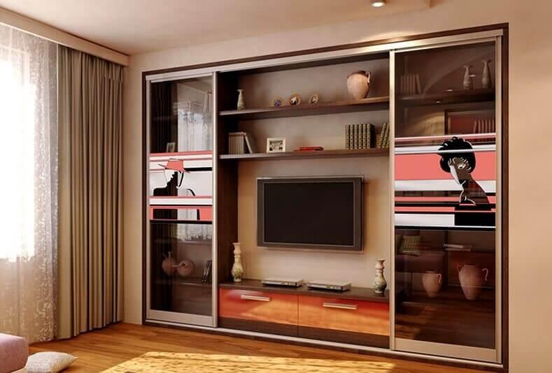 Встроенный шкаф купе с телевизором