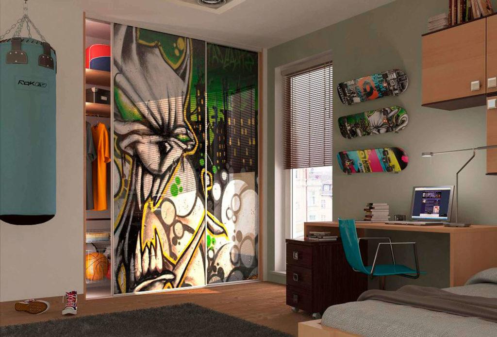 Детская комната подростка со встронным шкафом с раздвижными дверьми