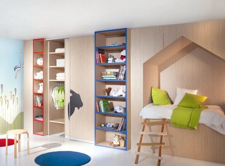 Интерьер детской со встроенными шкафами