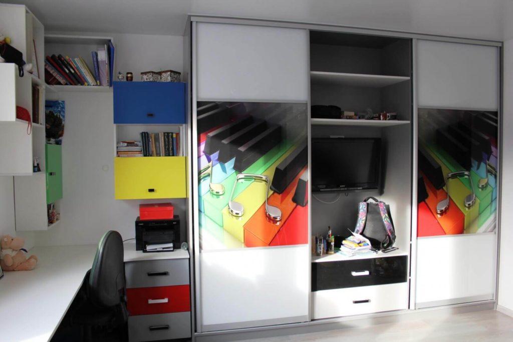 Интерьер детской комнаты со встроенным шкафом