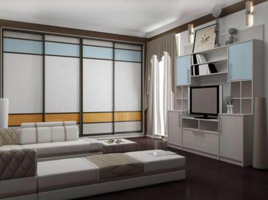 Встроенный шкаф купе в гостиной