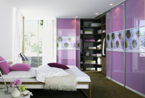 Фото встроенного шкафа в интерьере спальной комнаты
