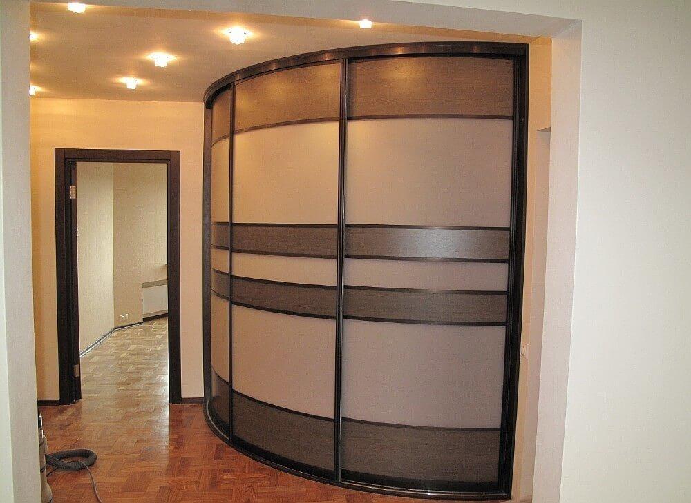 Встроенный радиусный шкаф купе