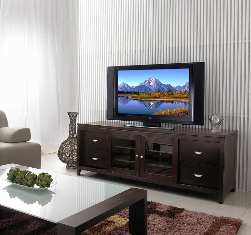 Современный комод под телевизор в интерьере гостиной
