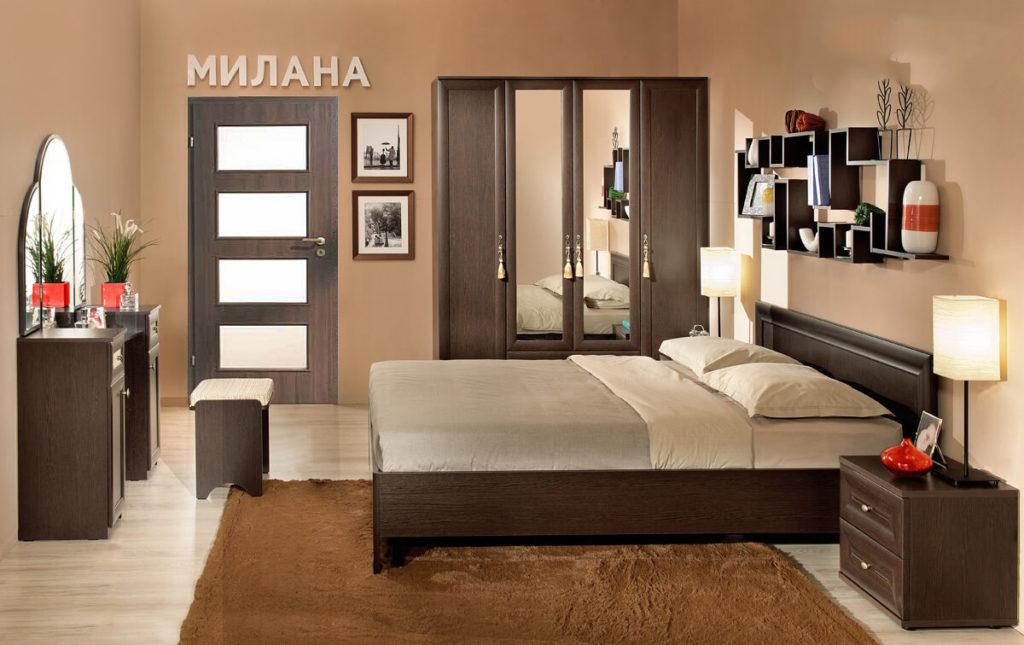 Фото распашного шкафа с зеркалами в интерьере спальной