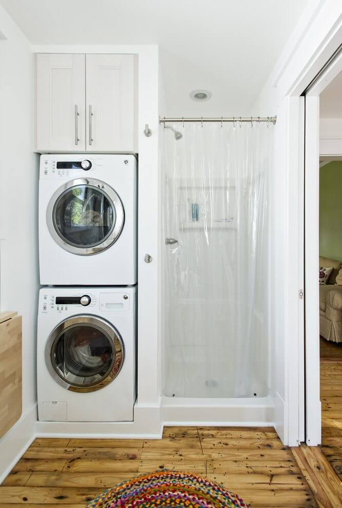 Фото шкафа в ванной с двумя стиральными машинами