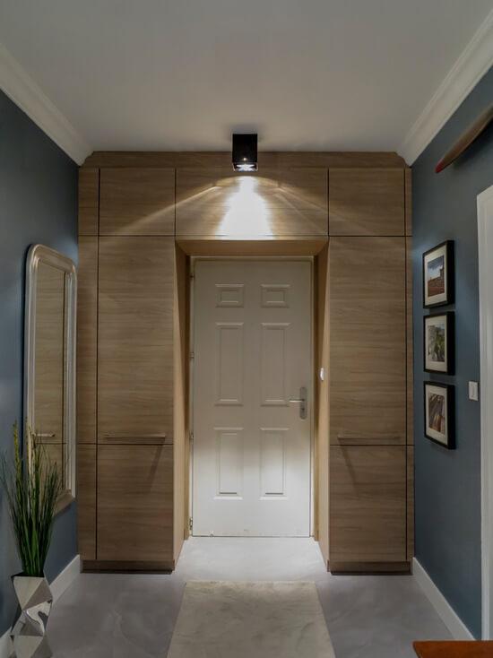 shkaf-vokrug-dveri (10)