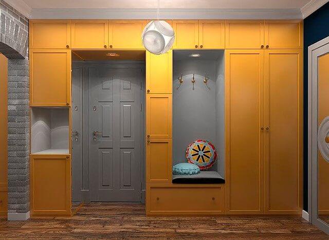 Шкаф вокруг входной двери в коридоре
