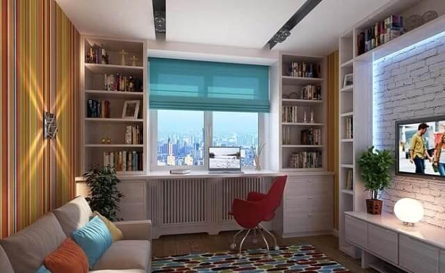 Интерьер гостиной со шкафом вокруг окна