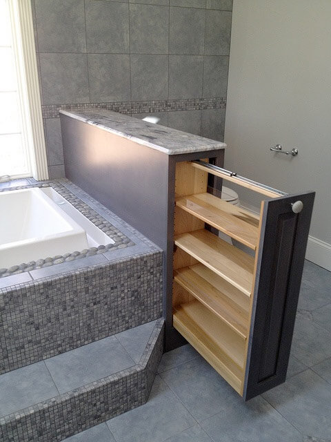 Фото выдвижного встроенного шкафа в ванную комнату