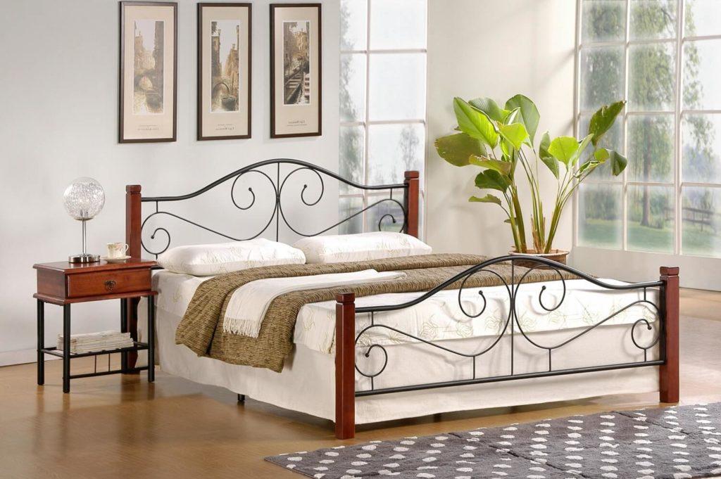 Фото спальни с кованой мебелью