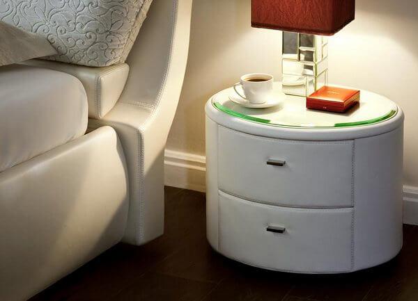 Фото круглой прикроватной тумбочки в спальне