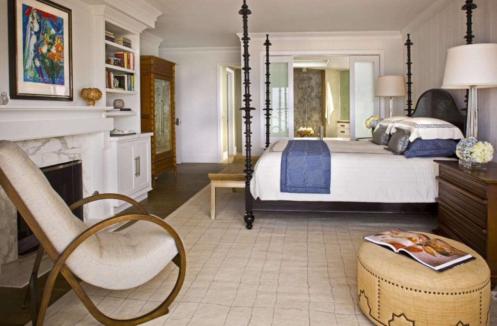 Кресло качалка в интерьере спальни