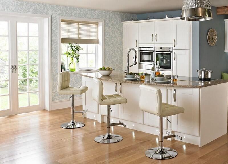 Фото барных кресел в интерьере кухни