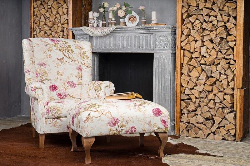 Кресло в стиле прованс с пуфом