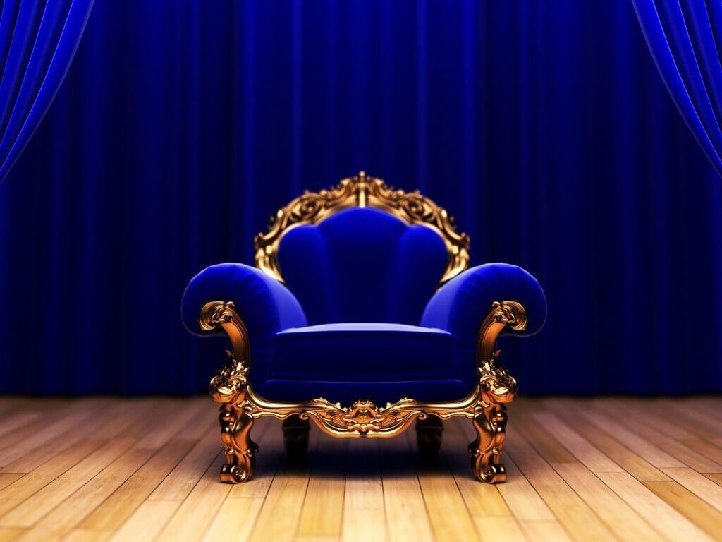 Большое кресло трон с низкой спинкой