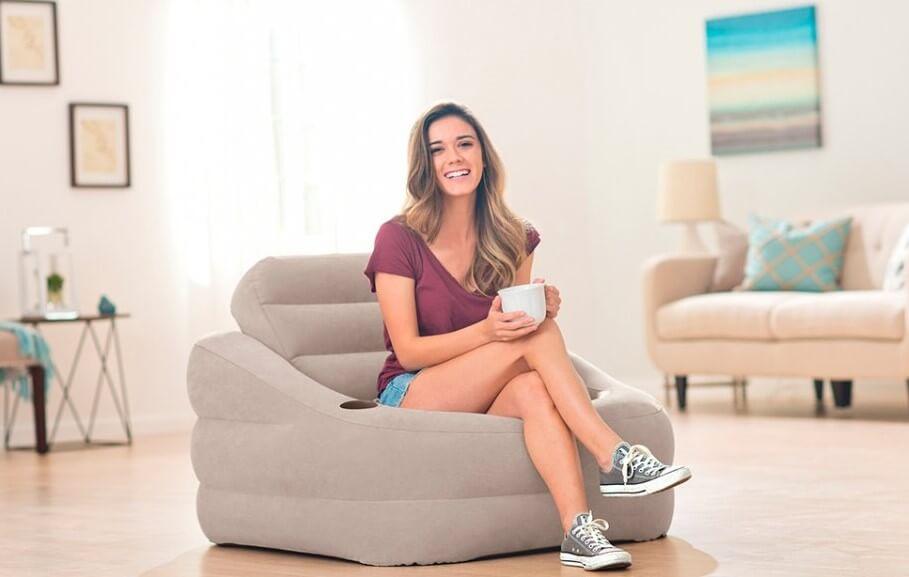 Надувное кресло с подставкой для кружки