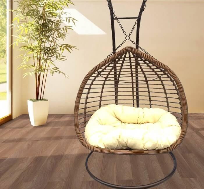 Фото подвесного плетеного кресла из ротанга