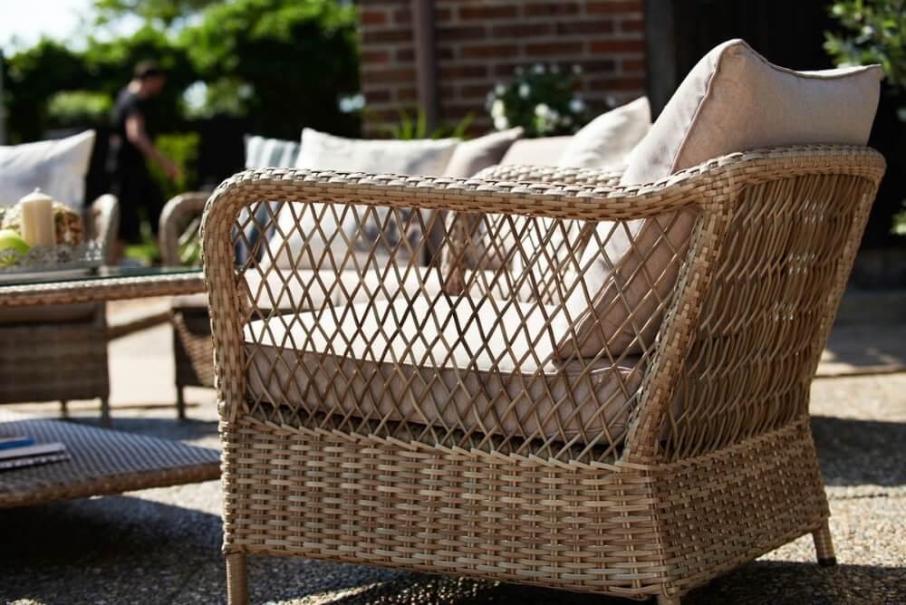 Плетеное дачное кресло