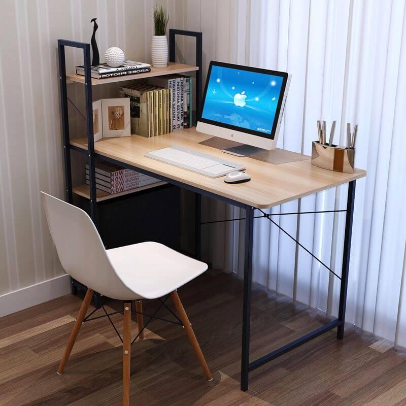 Компьютерный стол из металла с деревянной столешницей