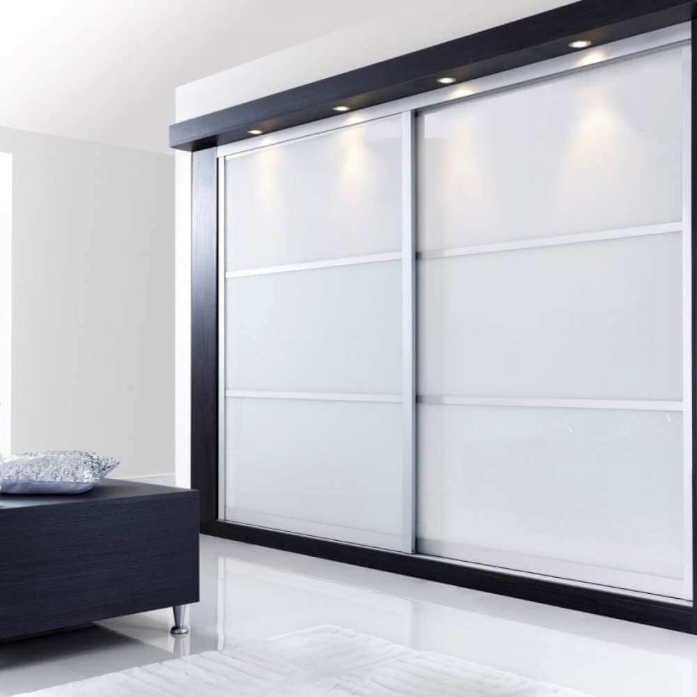 встроенный шкаф купе белого цвета