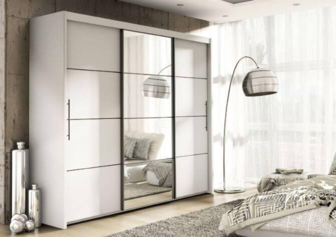 белый шкаф купе с зеркальными вставками