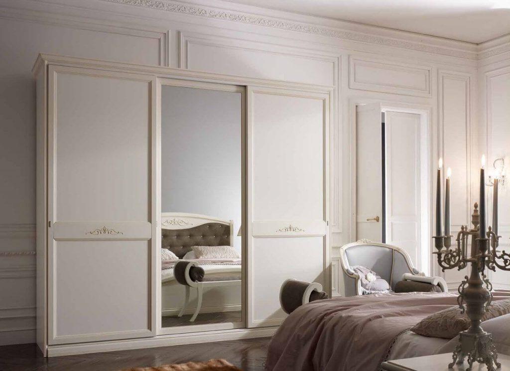 белый шкаф купе в классическом стиле