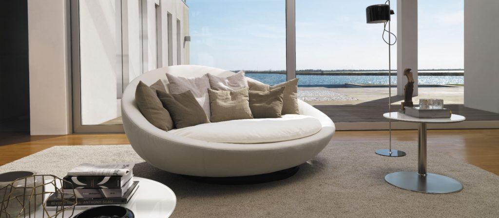Круглый диван в форме острова
