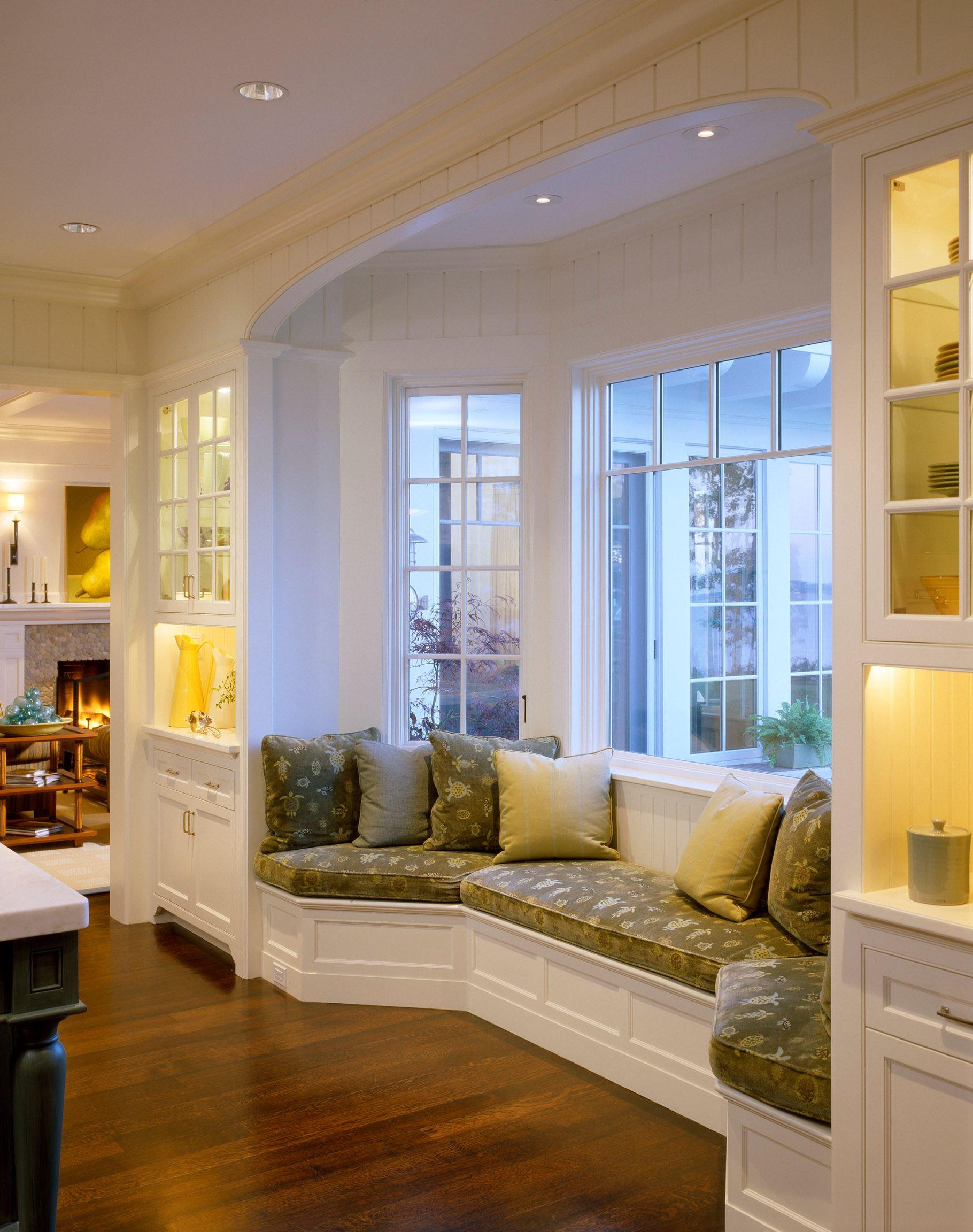 Кухня в гостиной у окна дизайн