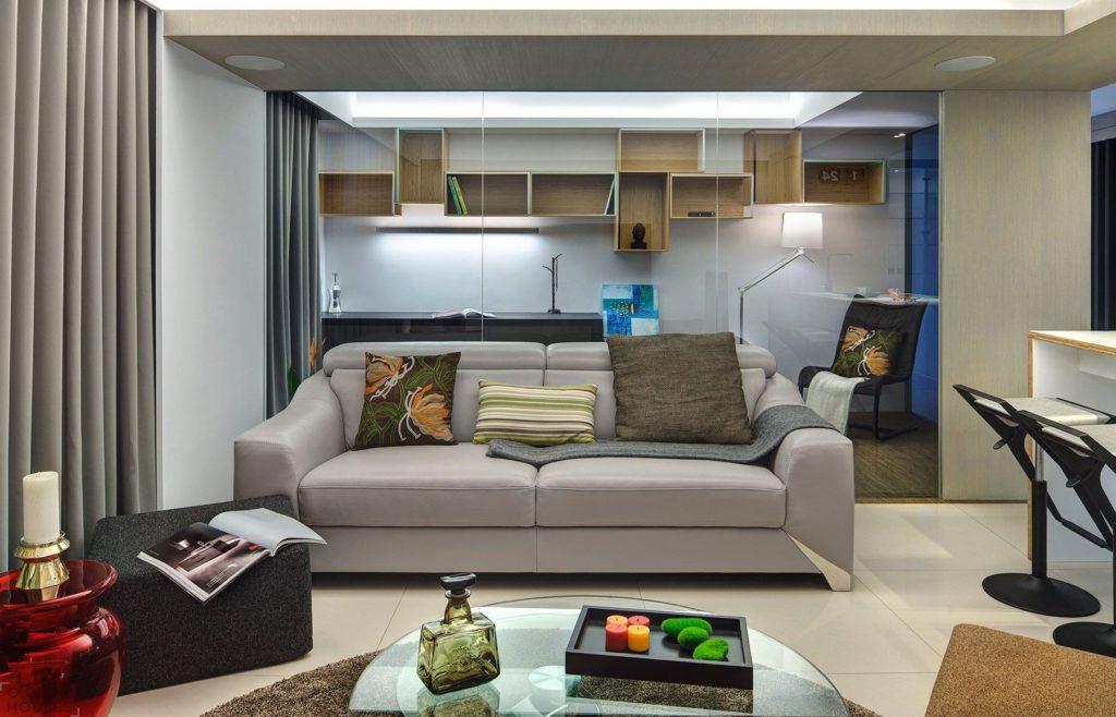 Небольшой двухместный диван островного типа в интерьере студии