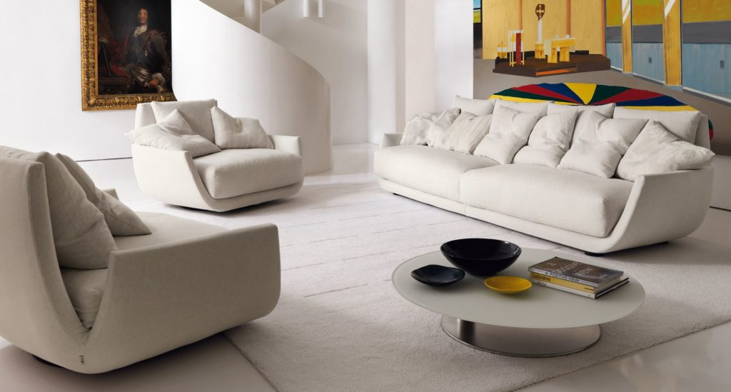 Фото островных диванов и кресла в интерьере