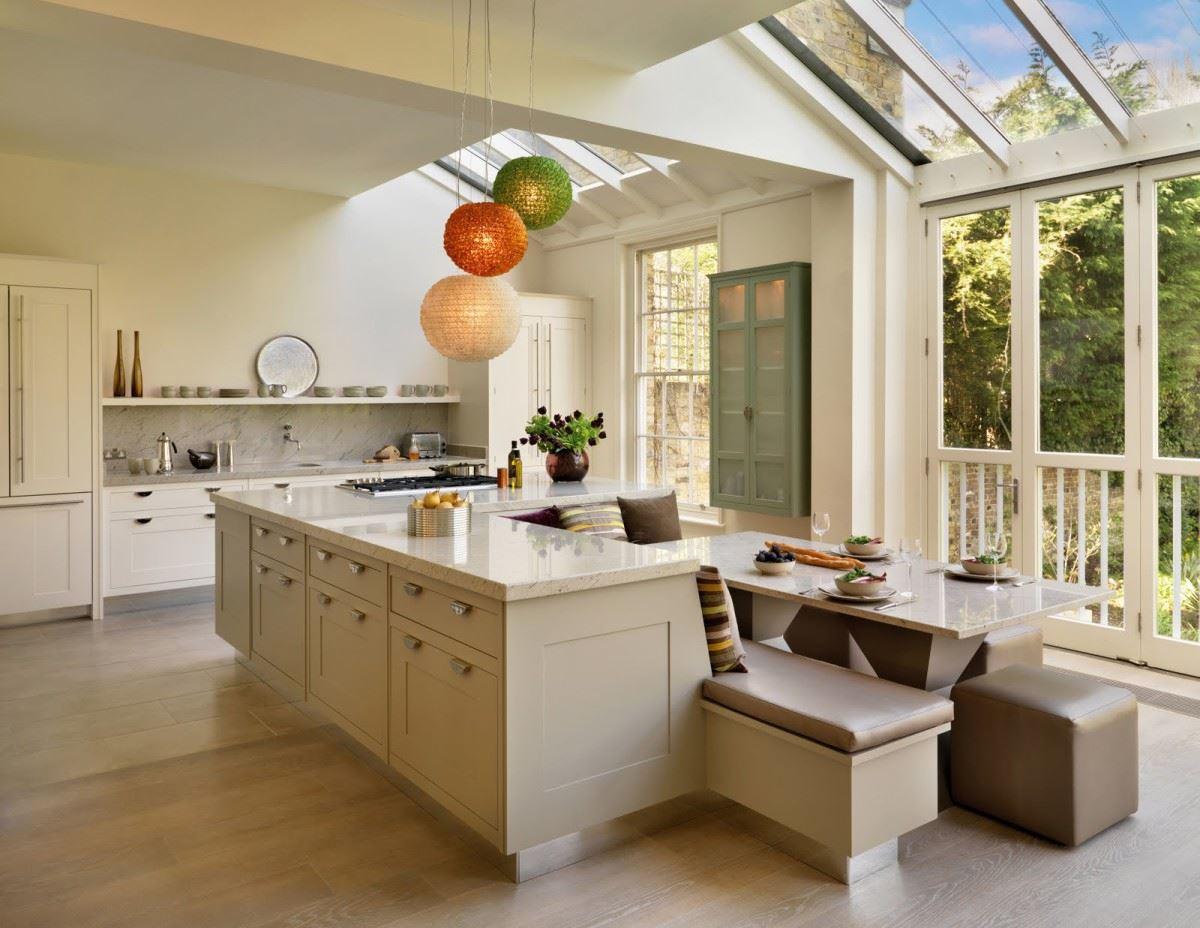 Дизайн кухни с островом в частном доме